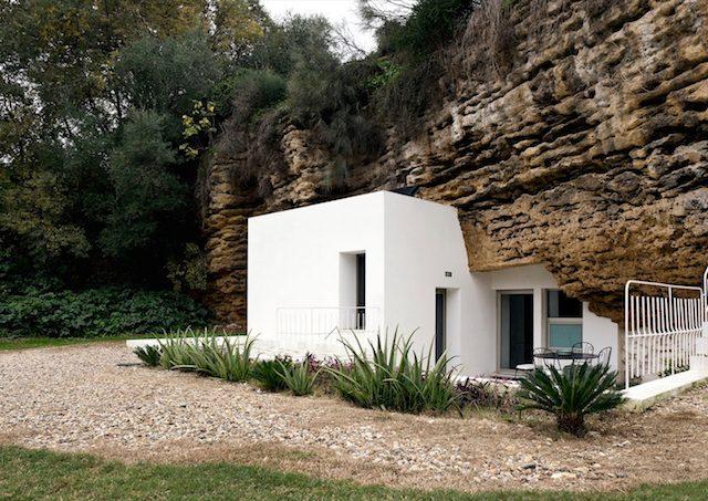 Rustic Scenery & Modern Design | The Cuevas del Pino Estate Designed By UMMO Estudio